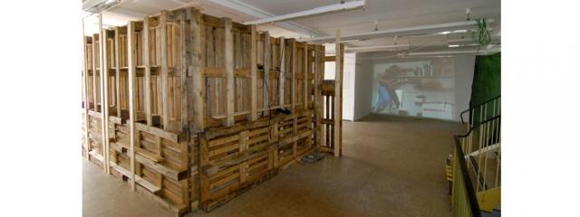 Eva Merz Bacherlorausstellung 2012 Außenansicht Zimmerinstallation